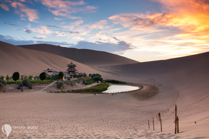 world-meets-girl-TBblogstars-der-crescent-lake-in-der-wueste-bei-dunhuang-china